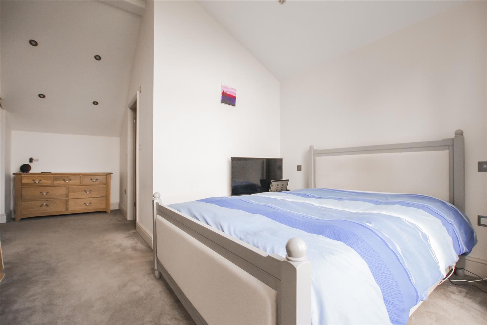 4 Bedroom Detached House For Sale - Farmhouse 15